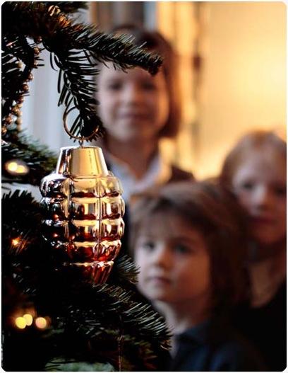 pohon natal berhiaskan granat